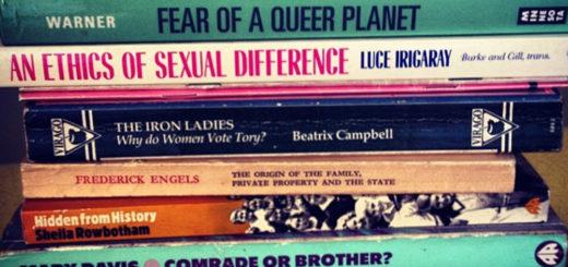 Minitature Livres études de genre. Crédits : Beth Granter sur Flickr, #readinglist #igersbrighton #books #socialism #feminism #religion #politics