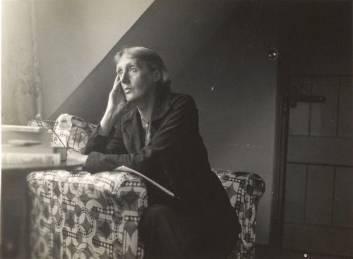 Virginia Woolf à Monk's House. Wikipédia